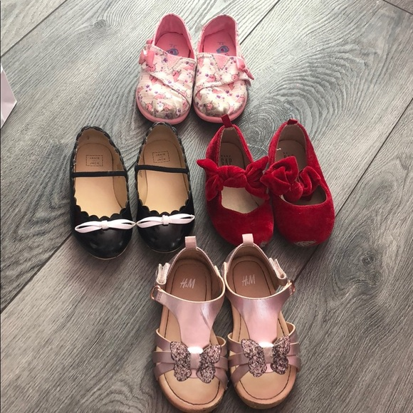 Janie and Jack Other - Toddler Shoes Size 7 4 pairs used